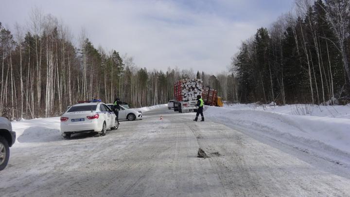 Ребенок погиб в лобовом ДТП с грузовиком на трассе в Свердловской области