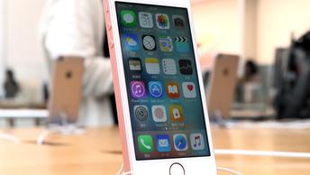 Из дизайна iPhone уберут память о Стиве Джобсе