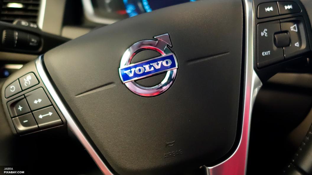 В Volvo считают, что без наклеек модель XC90 небезопасна