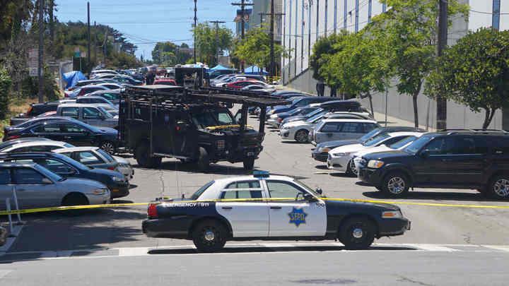 Автомобиль на скорости врезался в толпу людей в Калифорнии