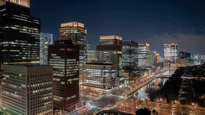 Власти Токио придумали, как заставить закрыться клубы и бары. Пришлось обойти закон