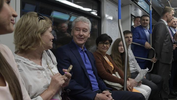 Возмущённые пенсионеры штурмуют метро: Собянин отнимает у меня часть пенсии