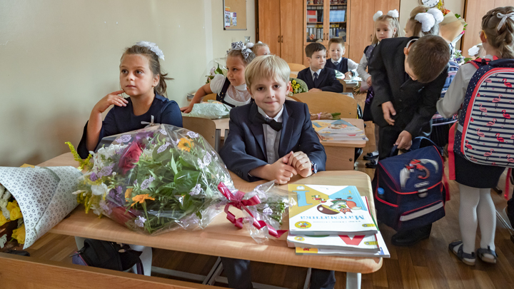 Места быстро заканчиваются: в Екатеринбурге началась запись детей в 1 класс