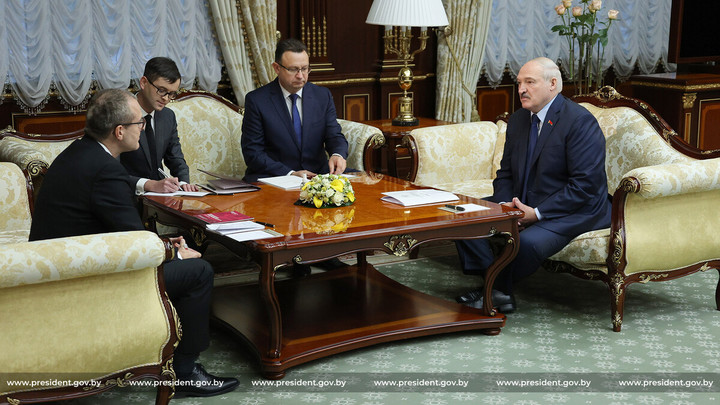 Лукашенко пообещал лично заняться каждой больницей и больным ковидом