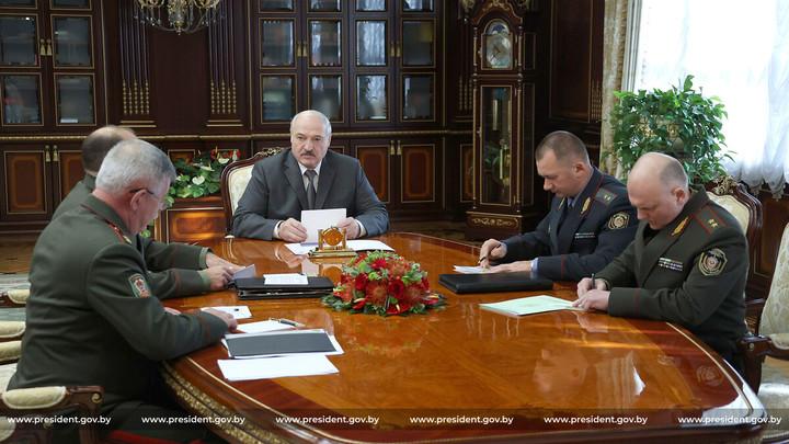 Лукашенко заявил, что Запад открывает второй фронт со стороны Украины
