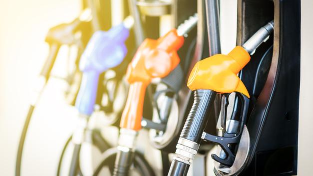 Пик во время спада: Откуда взялся дорогой бензин при дешёвой нефти