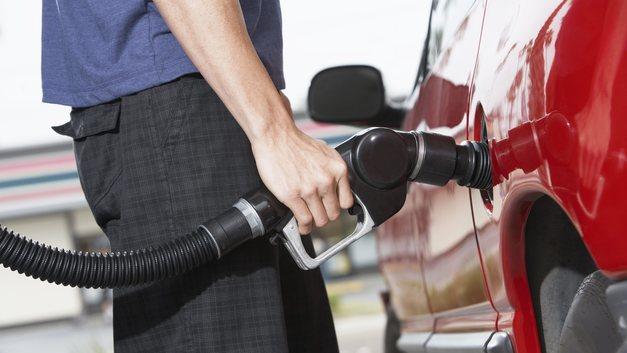 Росстат рассказал об изменении цен на моторное топливо в первые дни июля