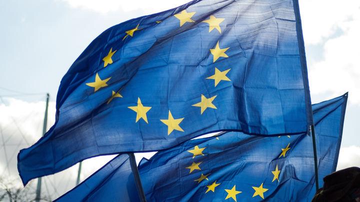 Британские СМИ: Огнедышащее чудовище ЕС не проживет дольше обычного человека