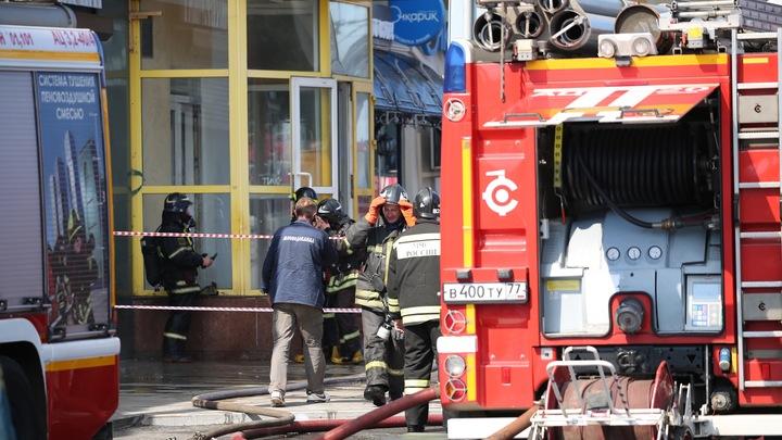 Воспламенившийся после удара молнии дом на востоке Москвы потушили