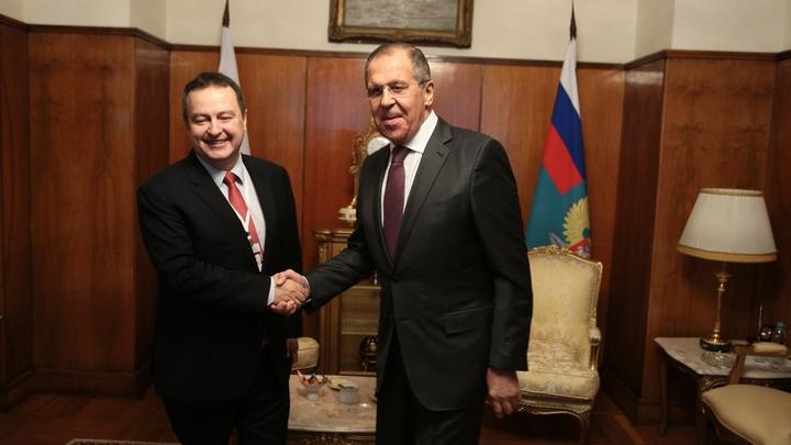 Сербия хочет и евроинтеграцию, и защиту большого друга - России