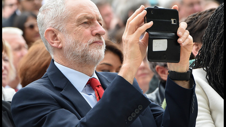 Русофобия в Британии бьет по лейбористам: СМИ хотят уничтожить Корбина делом о «русских ботах»