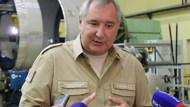 Девочки в коротких юбках и с накачанными губами: Баранец о том, какой кадровый мусор следует вымести Рогозину