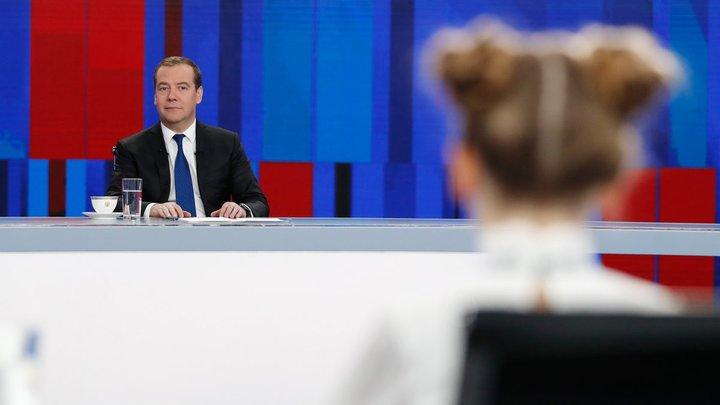 Перепутал историю страны с рекламой: Медведева поймали на ошибке в ходе пресс-конференции