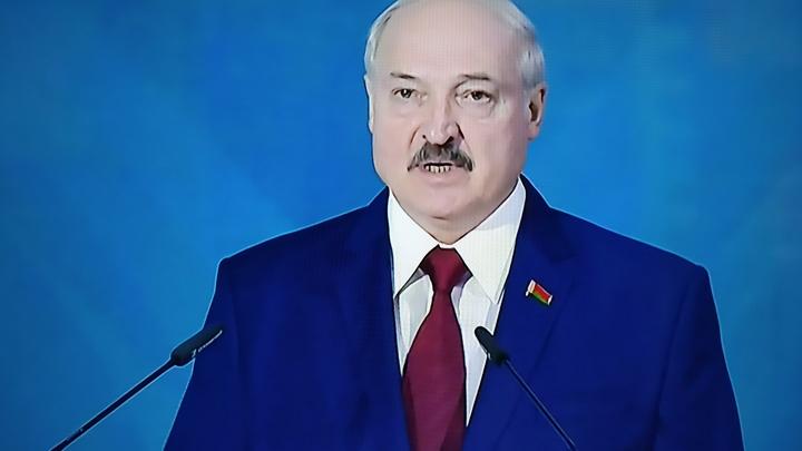 Лукашенко заявил о переброске ещё одной группировки на юг Белоруссии