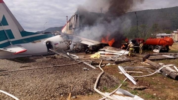 Спасла со сломанными ребрами больше 40 пассажиров: В Рунете заявили о вопиющей несправедливости после пилотов - Героев России