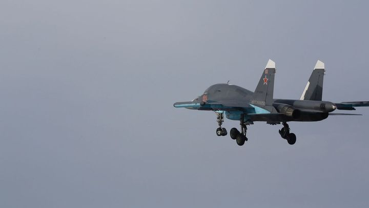 Российские истребители поставили американский эсминец на место