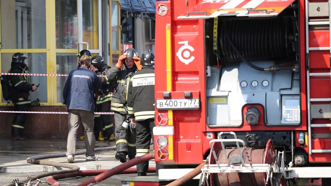 Здание бывшего завода Серп и молот загорелось в Москве