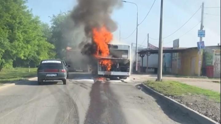 В Ростове снова на ходу загорелся пассажирский автобус