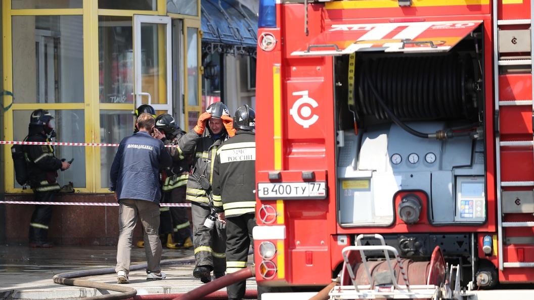 Пожарные потеряли связь с тремя ремонтниками на закрытом объекте СВР в Москве