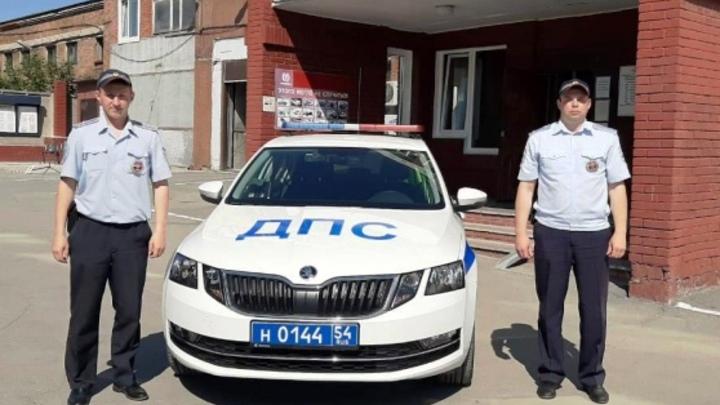 В Новосибирске инспекторы ДПС помогли задержать конфетного грабителя