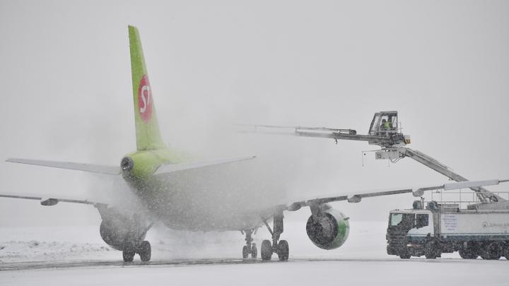 Метель, видимость ухудшается: в Москве из-за непогоды отменены десятки авиарейсов