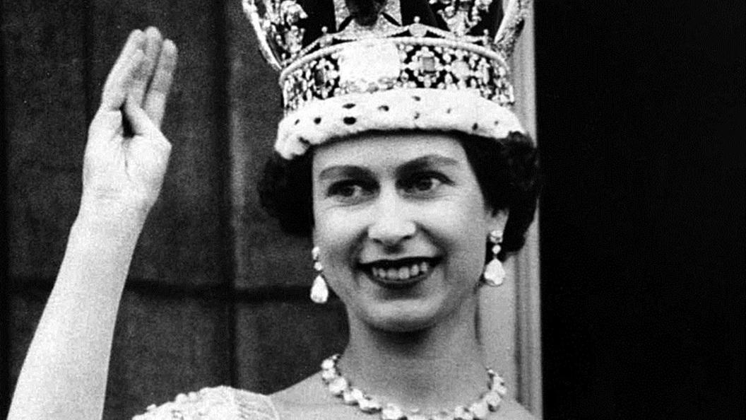 Елизавета II стала первым британским монархом, отметившим сапфировый юбилей на троне