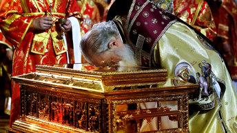Тысячи паломников идут поклониться мощам Николая Чудотворца