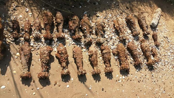 В Темрюкском районе на берегу моря обнаружили 24 мины
