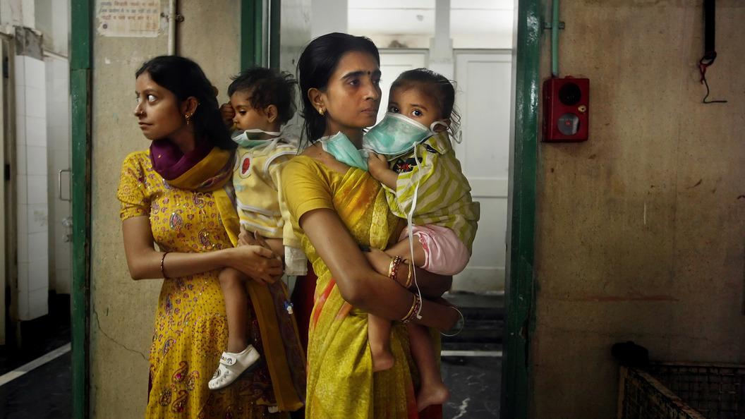 Число погибших детей в одном из госпиталей в Индии выросло до 60
