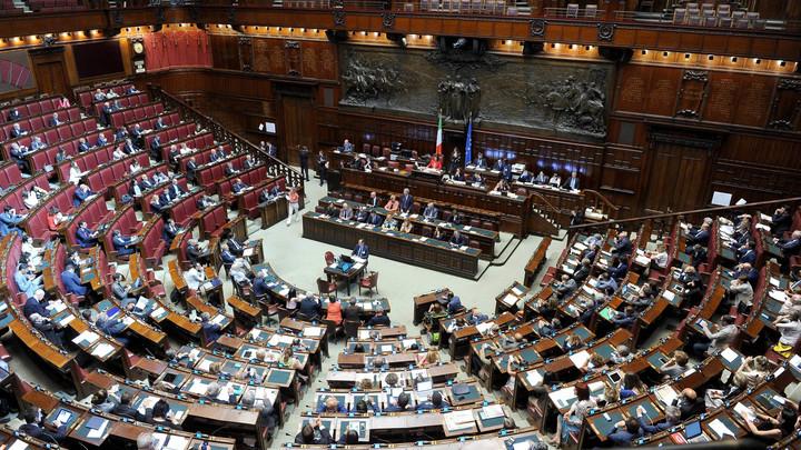 В сенате Италии раскритиковали премьера за продление санкций против России