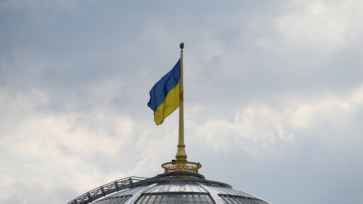 218 нарушений за два часа и избиратели без штанов: Как на Украине проходят выборы в Раду