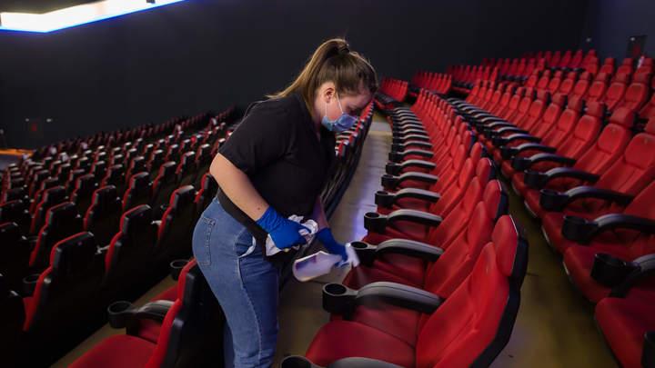 Запаситесь не только попкорном: Названы сроки открытия кинотеатров