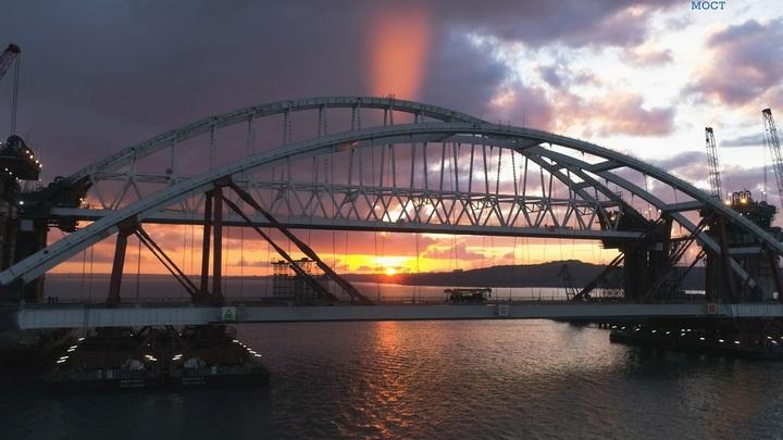 Строители собрали 306 опор железнодорожной части Крымского моста весом в 500 тонн каждая