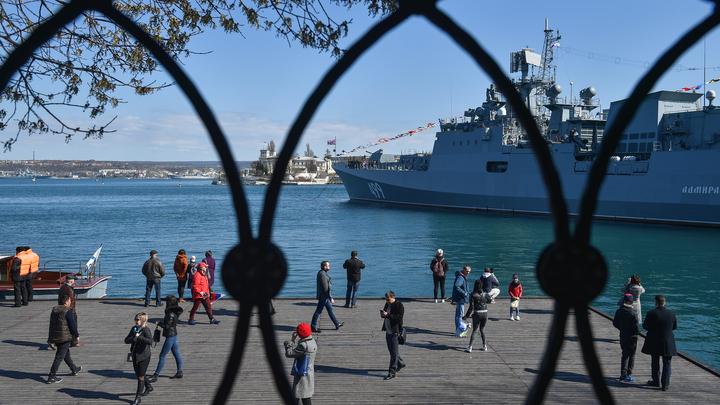 Японцы копируют вежливых людей и репетируют присоединение Крыма