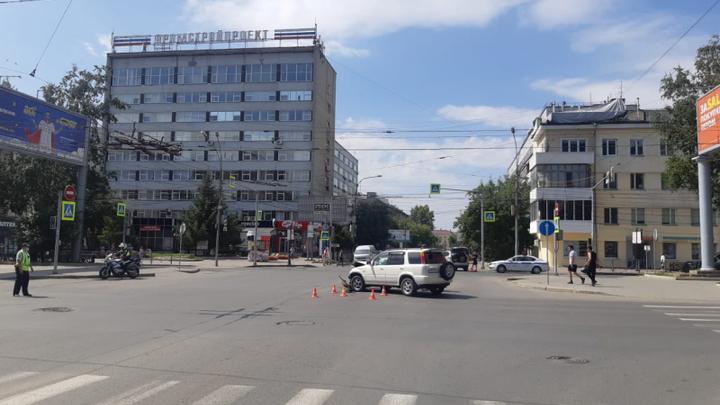 Две девочки и трое взрослых пострадали в ДТП в центре Новосибирска