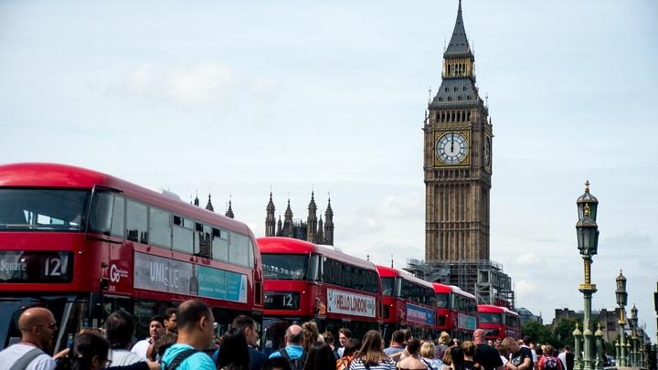 В Сети попытались представить убийство 4000 британцев с помощью флакона «Новичка»