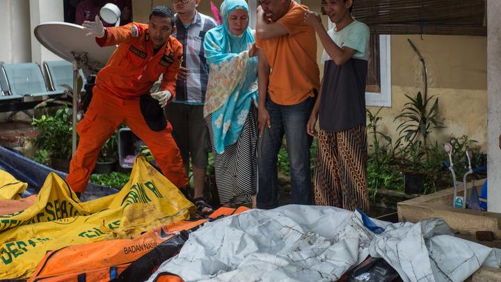 Число жертв цунами в Индонезии возросло до 281 человека
