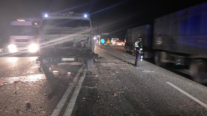 В Адыгее в ДТП с шестью машинами погибли женщина и двое детей