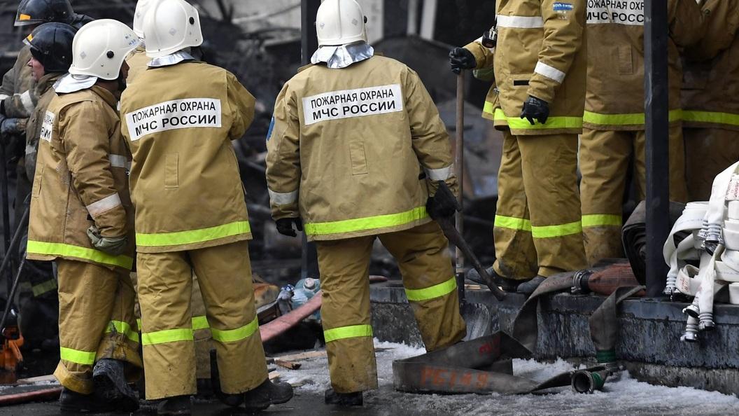 Огненный столб на Лысой горе: В Сочи не могут потушить пылающую пятиэтажку