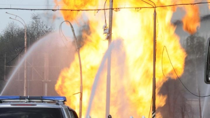 Огонь повсюду: В подмосковном Жуковском в горящем складе обрушились перекрытия