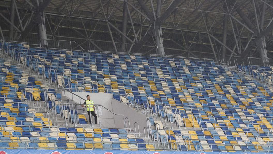 Болельщики львовских Карпат умоляют спасти их клуб от гастролёров и аферистов