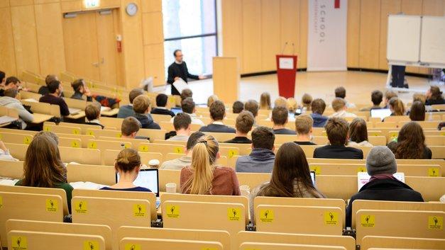 В Рособрнадзоре объяснили, почему запретили студентам подавать документы в столичный вуз