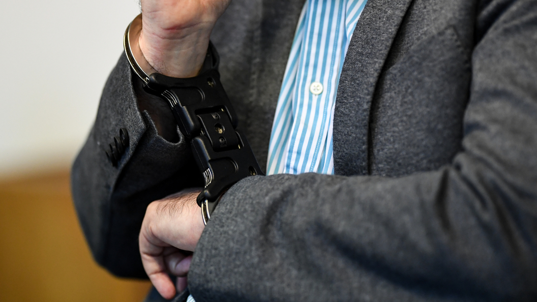 Закрыл лицо руками и заплакал: Невиновный поляк 18 лет доказывал, что он не насильник
