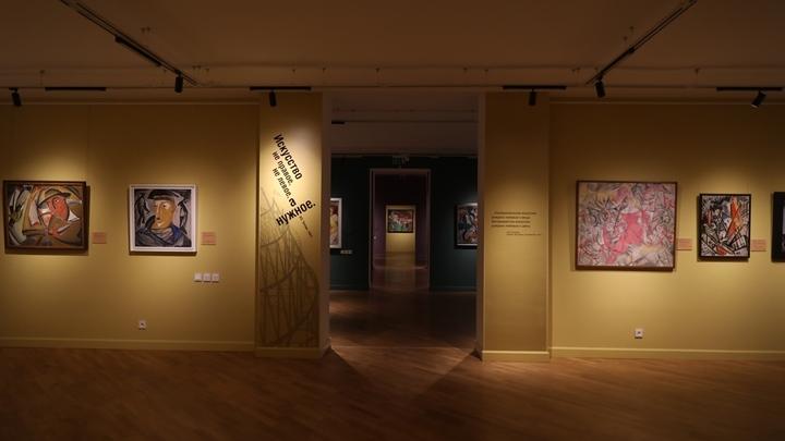 Картины Кандинского и Малевича привезли в бывший Нижегородский выставочный комплекс