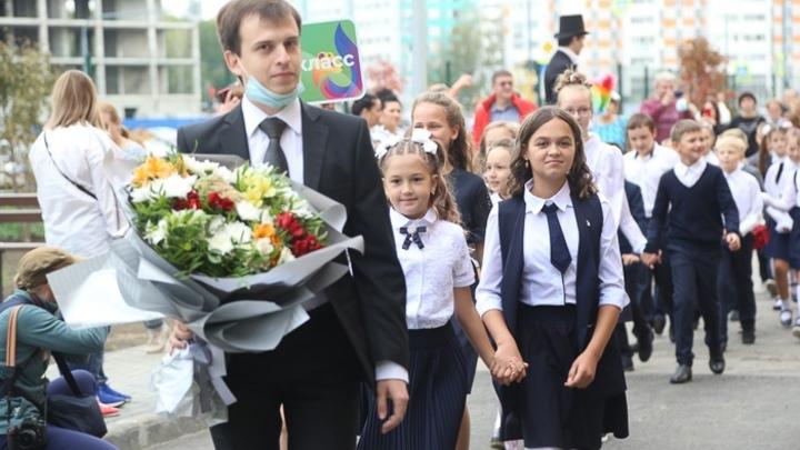 Мэр Наталья Котова попросила решить две проблемы челябинских школ
