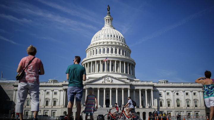 Наказать за ущемление оппозиции: Бешеный принтер Конгресса США готов штамповать новые санкции против России