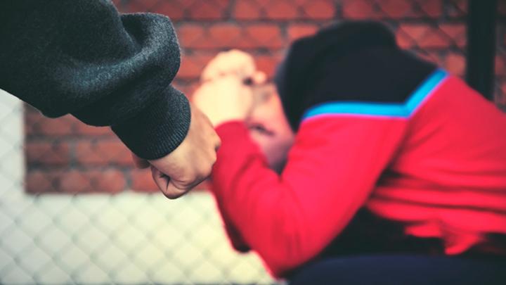 """""""Ich habe meinen Sohn vor einer deutschen Schule gerettet, in der Flüchtlinge Russen geschlagen haben."""""""