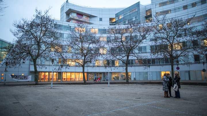 Парижская больница, где от вируса умерло уже более 3500 человек: Прямой эфир из Франции, где продолжается борьба