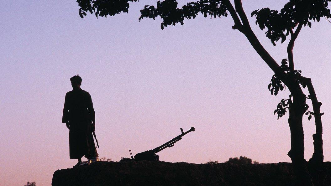 Сирийские военные показали тонны схваченного оружия итехники убоевиков