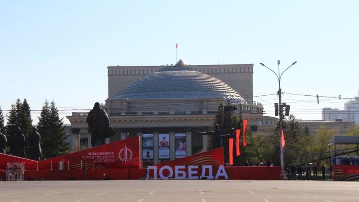 В Новосибирске ко Дню Победы повесили плакаты с ошибками